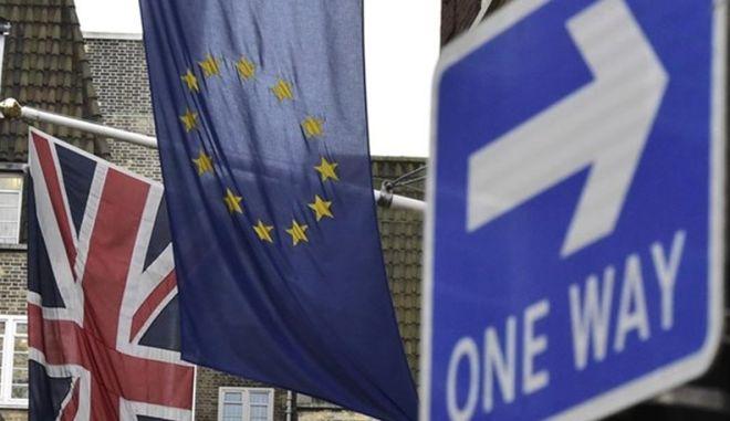 Brexit: Προβάδισμα 7 μονάδων της εκστρατείας υπέρ