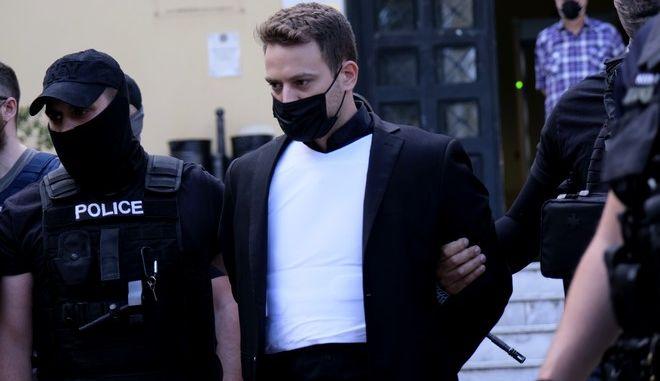 Ο Μπάμπης Αναγνωστόπουλος στον εισαγγελέα