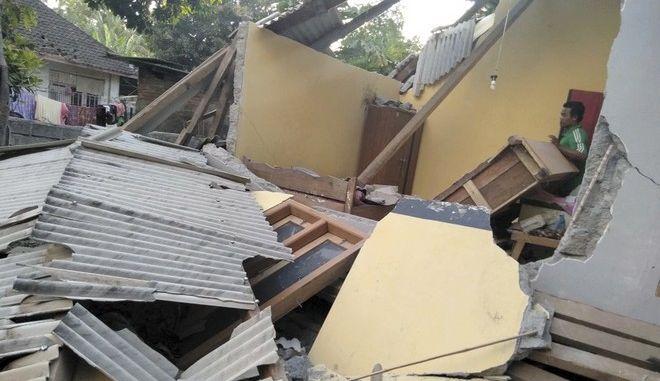 Φωτογραφία από το σημείο όπου χτύπησε ο σεισμός στην Ινδονησία