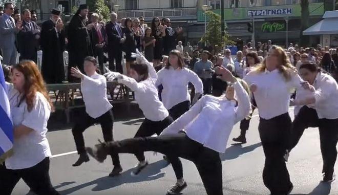 """Νέα Φιλαδέλφεια: Σάλος με την παρέλαση """"αλά Monty Python"""""""