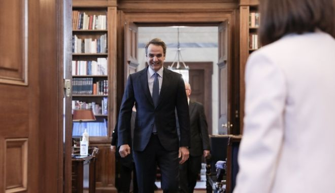 Συνάντηση της ΠτΔ Αικατερίνης Σακελλαροπούλου με τον πρωθυπουργό Κυριάκο Μητσοτάκη