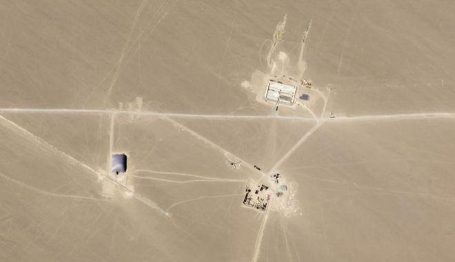 Φωτογραφία δορυφόρου από τις 25 Ιουλίου, απεικονίζει την περιοχή Hami, της Κίνας, στην οποία αναλυτές των ΗΠΑ, πιστεύουν ότι γίνονται επεκτάσεις σιλό πυρηνικών πυραύλων.