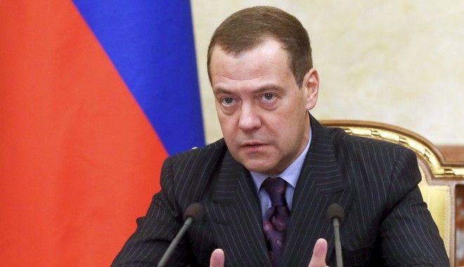 Ο πρωθυπουργός της Ρωσίας Ντμίτρι Μεντβέντεφ κατά τη διάρκεια υπουργικού συμβουλίου