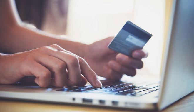 Τι αλλάζει με το νέο πλαίσιο για τον ΦΠΑ στις διαδικτυακές αγορές