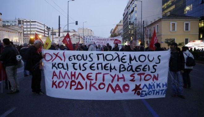 ΑΘΗΝΑ-Συγκέντρωση στα Προπύλαια και πορεία προς την τουρκική πρεσβεία,από τη Λαϊκή Ενότητα μαζί με οργανώσεις Κυπρίων στην Ελλάδα και τους Κούρδους που ζουν στη χώρα, σε ένδειξη αλληλεγγύης προς την Αφρίν. (Eurokinissi-ΣΤΕΛΙΟΣ ΜΙΣΙΝΑΣ)