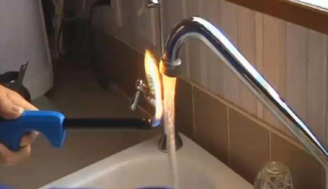 Βίντεο: Φλεγόμενο νερό σε βρύση σπιτιού