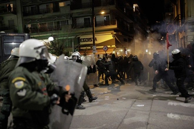 Clashes between demonstrators and the police during an antifascist demonstration following the arsoning of the occupied building of the Libertatia Squat, in Thessaloniki, on January 22, 2018 /                   Libertatia  ,  ,  22 , 2018