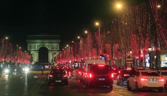 Το Παρίσι με χριστουγεννιάτικο στολισμό