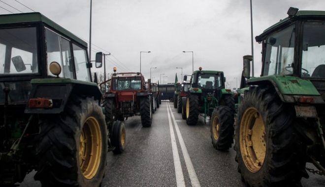 Κινητοποίηση αγροτών στο κόμβο Ε65 της Καρδίτσας για το αφορολόγητο πετρέλαιο κ.α..