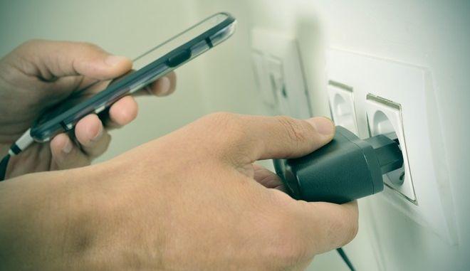 Φόρτιση κινητού τηλεφώνου