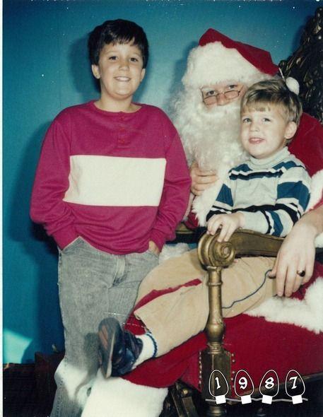 Καλά Χριστούγεννα! Χο, χο, χο: Βγάζουν 34 χρόνια την ίδια φωτογραφία με τον Άγιο Βασίλη