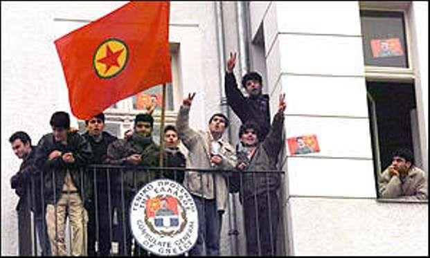 17 χρόνια μετά, ο Οτσαλάν στέλνει την Ελλάδα στο δικαστήριο