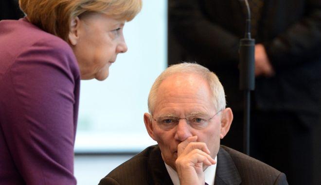 Süddeutsche Zeitung: Tο Βερολίνο κινεί τα νήματα των διαπραγματεύσεων για την Ελλάδα