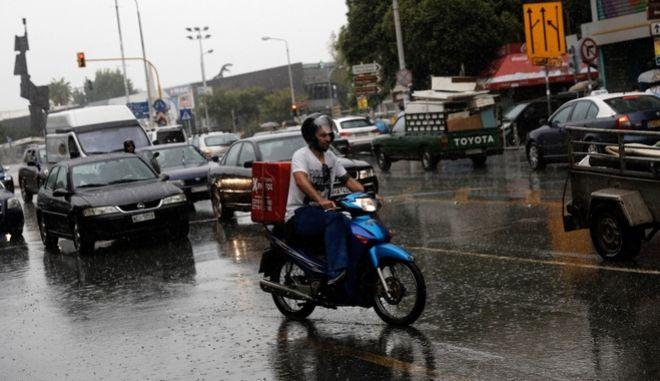 Ντελιβεράς σε δρόμο της Θεσσαλονίκης