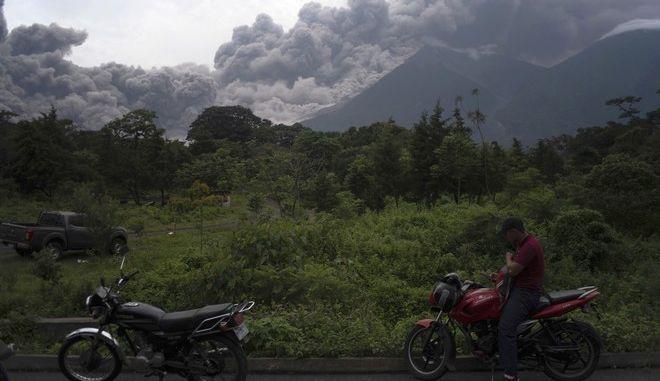 Τουλάχιστον 25 άνθρωποι έχασαν τη ζωή τους κατά την έκρηξη του ηφαιστείου Fuego στη Γουατεμάλα