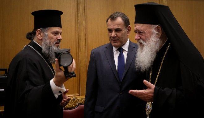 Ο Αρχιεπισκοπος Ιερωνυμος και τα μελη της Ιερας Συνοδου συναντηθηκαν σημερα στα γραφεια της Ιερας Συνοδου με τον Υπουργο Αμυνας Νικο Παναγιωτοπουλο