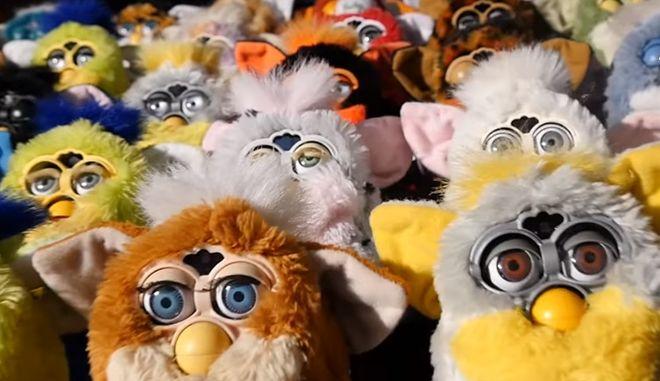 Αντέχεις να ακούσεις; Χορωδία από Furbies τραγουδά κι ο ήχος μοιάζει να βγήκε από την κόλαση
