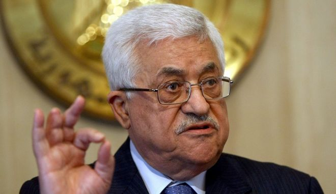 epa01903862 Palestinian authority President Mahmoud Abbas talks to the media after his meeting with Egyptian President Hosni Mubarak at presidential palace in Cairo, Egypt, 20 October 2009.  EPA/KHALED EL FIQI