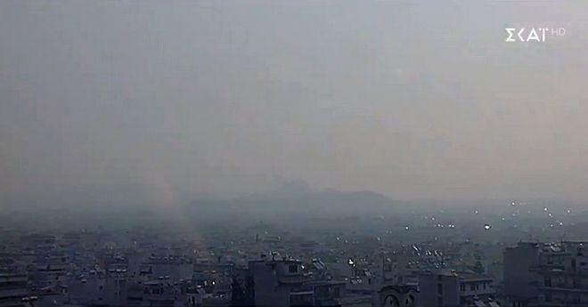 Φωτιά στην Εύβοια: Πνίγηκε στον καπνό η Χαλκίδα, ορατός και στην Αθήνα