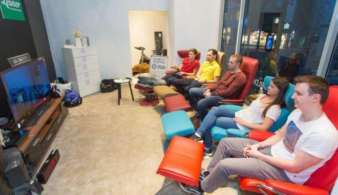 Είδαν τηλεόραση για 92 ώρες χωρίς διακοπή