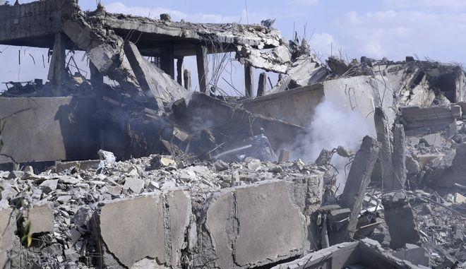 Συντρίμμια στη Συρία μετά τη στρατιωτική επιχείρηση ΗΠΑ, Βρετανίας, Γαλλίας