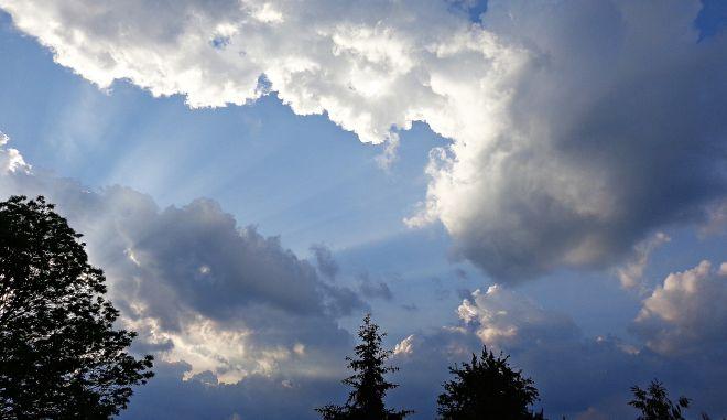 Βροχές και καταιγίδες κυρίως στα βορειοδυτικά
