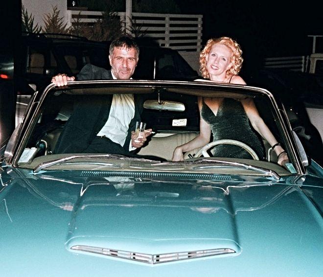 Κωνσταντίνος Μαρκοράς και Μαρίνα Κουντουράτου ή αλλιώς, Νίκος Σεργιανόπουλος και Εβελίνα Παπούλια. Φωτογραφία από την περίοδο των γυρισμάτων της σειράς