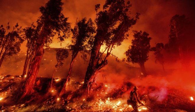Καταστροφικές πυρκαγιές στην Καλιφόρνια