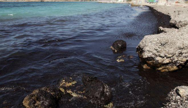 Θεσσαλονίκη: Θαλάσσια ρύπανση στο αλιευτικό καταφύγιο Νέων Μουδανίων