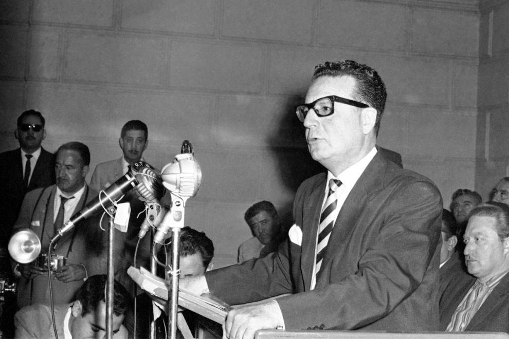 Ο Σαλβαδόρ Αλιέντε στην τελευταία προεκλογική του ομιλία πριν τις προδρικές εκλογές του 1970 στο Σαντιάγο (2/9/1970).