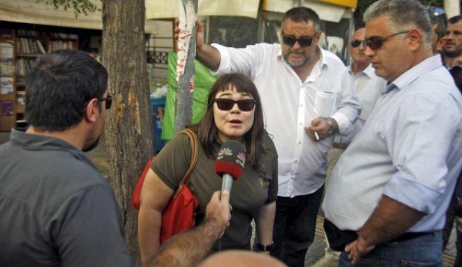Συλλήψεις του γενικού γραμματέα της Χρυσής Αυγής, Νίκου Μιχαλολιάκου, του βουλευτή του κόμματος, Ηλία Κασιδιάρη και του αρχηγού της τοπικής οργάνωσης της Νίκαιας, Νίκου Πατέλη το Σάββατο 28 Σεπτεμβρίου 2013. Στο στιγμιότυπο η κόρη του ΓΓ της Χρυσής Αυγής, Ουρανία Μιχαλολιάκου στο κτήριο της Γ.Α.Δ.Α..  (EUROKINISSI/ΓΙΩΡΓΟΣ ΚΟΝΤΑΡΙΝΗΣ)
