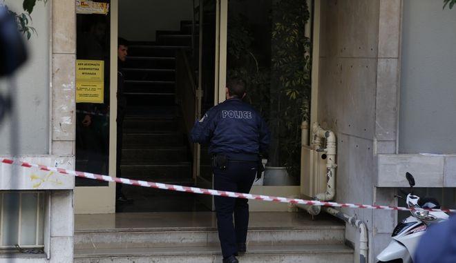 Η πολυκατοικία στην οδό Ευαγγελιστρίας στην Καλλιθέα σε διαμέρισμα της οποίας βρέθηκε την Τρίτη 12 Ιανουαρίου 2016, το πτώμα του 63χρονου ναυτικού Β. Κοκκίνη μέσα σε καταψύκτη
