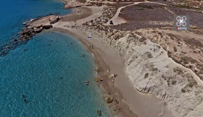 Φυσικό... σπα: Αυτή η παραλία στο Λιβυκό κρύβει το απόλυτο μυστικό ομορφιάς