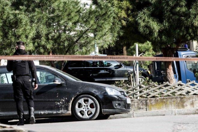 Δολοφονία έξω από το σπίτι του, του δημοσιογράφου Γιώργου Καραϊβάζ, στον Άλιμο