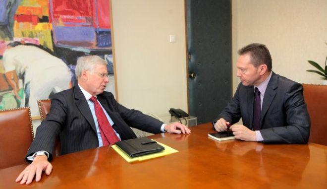 Με τον επικεφαλής του Διεθνούς Χρηματοπιστωτικού Ταμείου Τσαρλς Νταλάρα συναντήθηκε την Τετάρτη 14 Νοεμβρίου 2012 ο υπουργός Οικονομικών Γιάννης Στουρνάρας. Ο Τσαρλς Νταλάρα πραγματοποιεί διήμερη επίσκψη στην Αθήνα όπου κι έχει επαφές με πολιτικούς και οικονομικούς παράγοντες. (EUROKINISSI/ΓΕΩΡΓΙΑ ΠΑΝΑΓΟΠΟΥΛΟΥ)