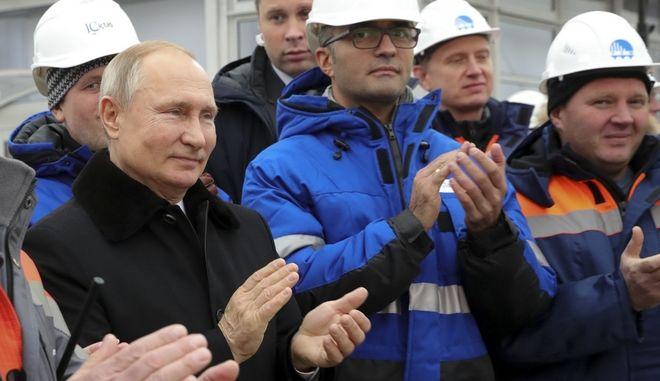 Ο Ρώσος πρόεδρος Βλαντιμίρ Πούτιν στα εγκαίνια του αυτοκινητοδρόμου Μόσχα - Αγία Πετρούπολη