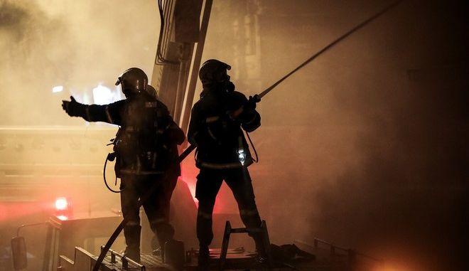 Τραγωδία στη Γλυφάδα: Γυναίκα εντοπίστηκε νεκρή μετά από φωτιά σε διαμέρισμα