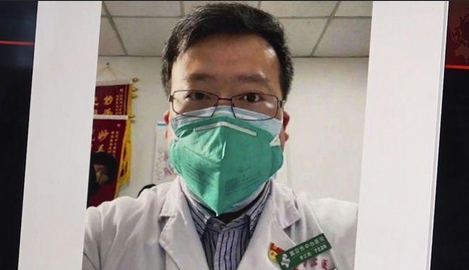 Ο γιατρός Li Wenliang, ο Κινέζος γιατρός που πέθανε από τον κοροναϊό προειδοποιώντας τις Αρχές