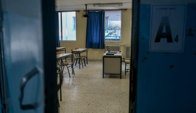 2ο lockdown σε όλη την Ελλάδα για τον περιορισμό της διασποράς του κορονοϊού, ανοικτά τα νηπιαγωγεία και τα δημοτικά,ξεκίνησε η τηλεκπαίδευση στα Γυμνάσια και τα Λύκεια, Δευτέρα 9 Νοεμβρίου 2020 (EUROKINISSI/ΤΑΤΙΑΝΑ ΜΠΟΛΑΡΗ)