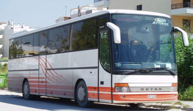 Άγνωστοι τοποθέτησαν γκαζάκια και έβαλαν φωτιά σε λεωφορείο των ΚΤΕΛ Αττικής