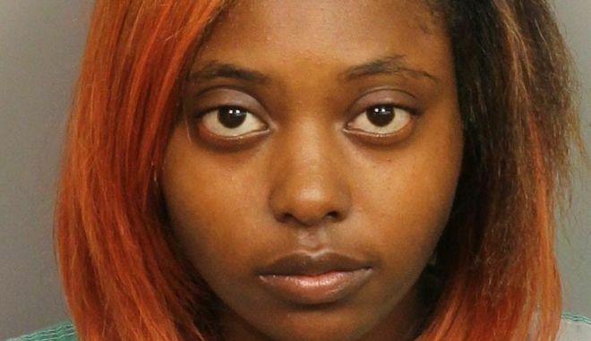 Η Γυναίκα που ήταν έγκυος, δέχτηκε σφαίρες από άγνωστη, απέβαλε λόγω του τραυματισμού της και τώρα δέχεται κατηγορίες για ανθρωποκτονία εις βάρος του μωρού της