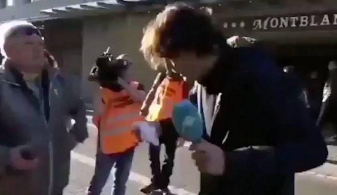 Ξύλο σε δημοσιογράφο σε ζωντανή μετάδοση στην Καταλονία
