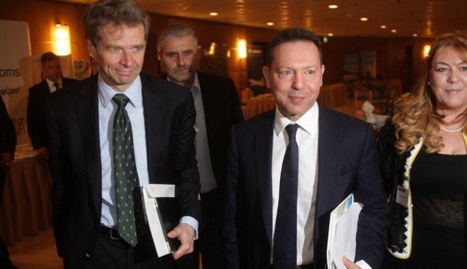 """Η τρόικα έρχεται, τα """"αγκάθια"""" μένουν: Τα δύο εμπόδια εν όψει Eurogroup"""
