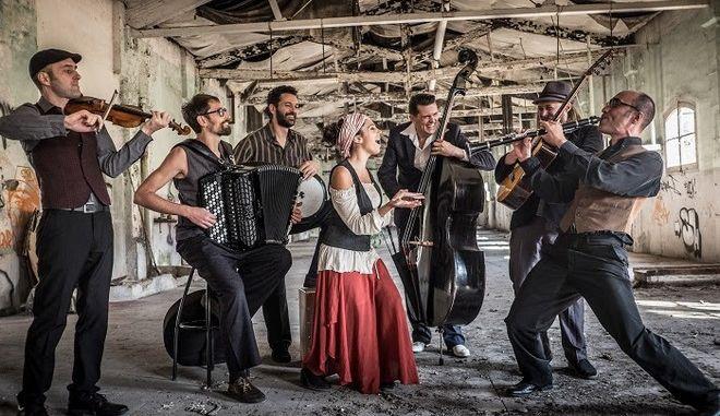"""Η Barcelona Gipsy balKan Orchestra θα """"ταρακουνήσει"""" τον Σεπτέμβριο την Τεχνόπολη"""