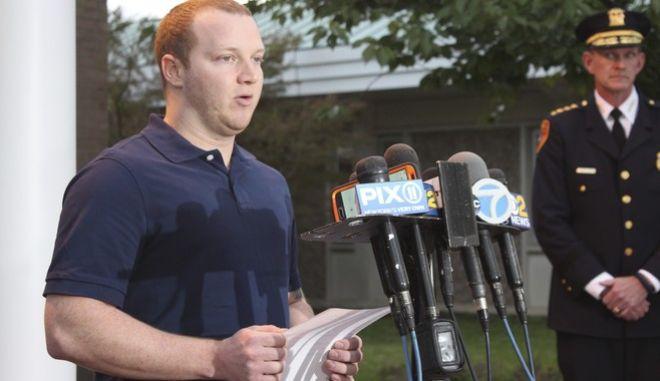 'Έκανα απλώς τη δουλειά μου' λέει ο αστυνομικός που σταμάτησε τον τζιχαντιστή στη Νέα Υόρκη