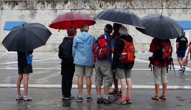 Βροχή στην Αθήνα την Δευτέρα 17 Ιουλίου 2017. (EUROKINISSI/ΓΙΩΡΓΟΣ ΚΟΝΤΑΡΙΝΗΣ)
