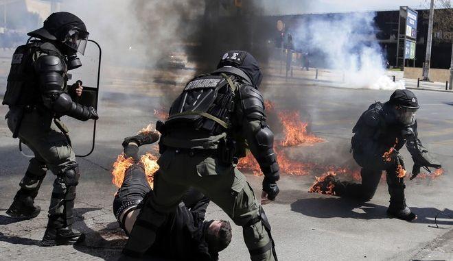 Διαδηλωτής στη Θεσσαλονίκη τραυματίστηκε από μολότοφ