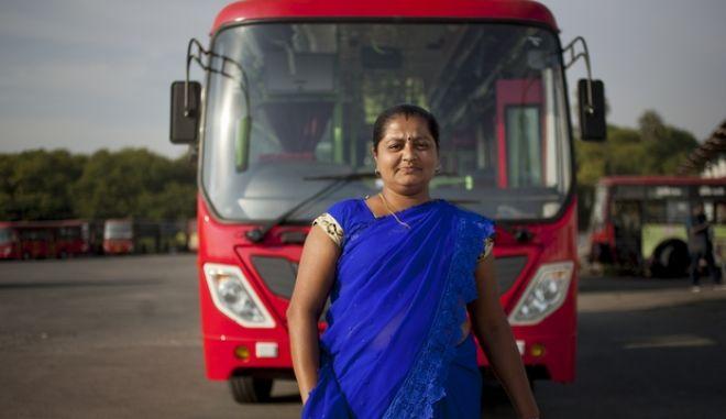 """Μια """"στάση"""" που αλλάζει τις ζωές των γυναικών στην Ινδία"""