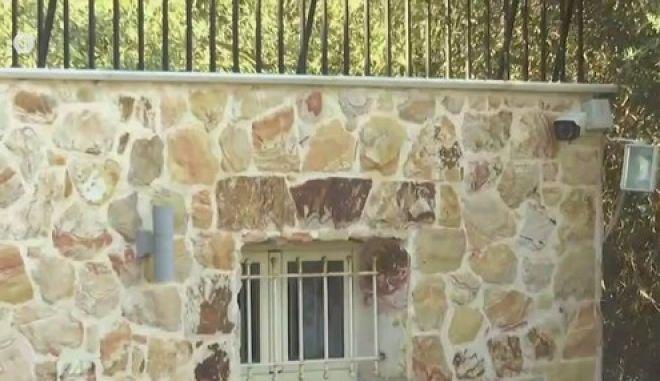"""Γιατρός """"μαϊμού"""": Το σπίτι-φρούριο που διατηρεί στην Αγία Μαρίνα"""