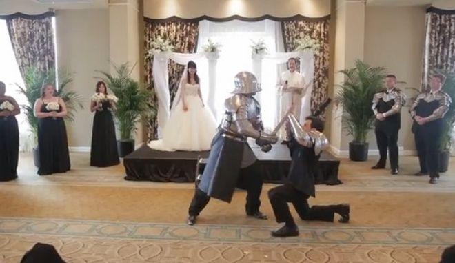 """Επικός γάμος: """"Πεδίο μάχης"""" η τελετή. Σούπερ ήρωες εισβάλλουν στο χώρο"""